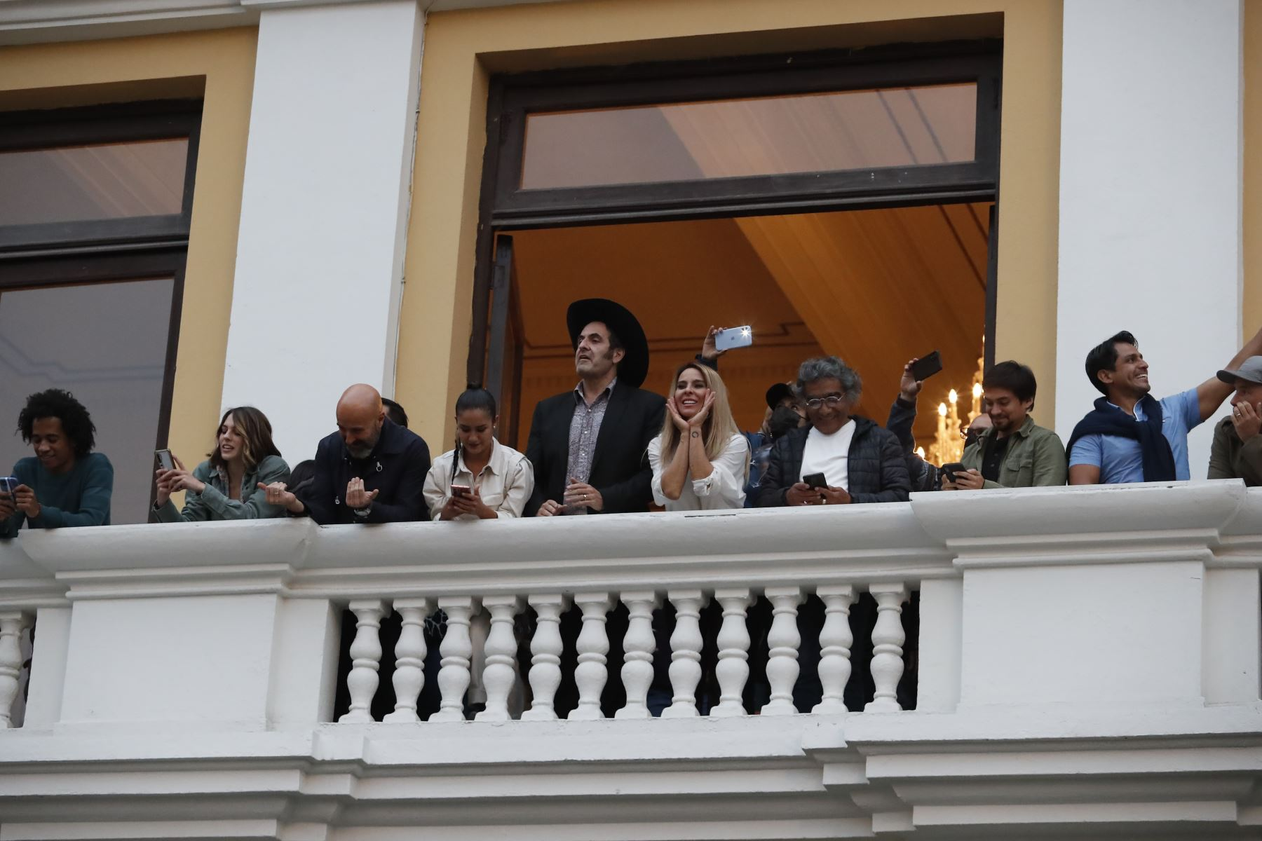 Grabaciones de la serie La Reina del Sur con la actriz Kate Del Castillo en la Plaza de Armas de Lima. Foto: ANDINA/Renato Pajuelo
