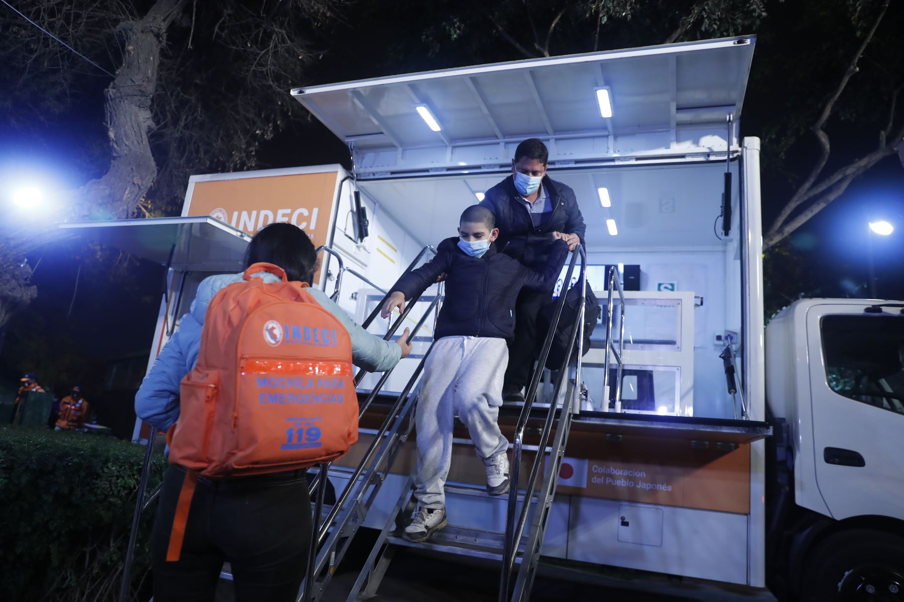 INDECI realiza la instalación y demostración de funcionamiento de la primera sirena del sistema de alerta temprana ante sismos. Foto: ANDINA/Renato Pajuelo