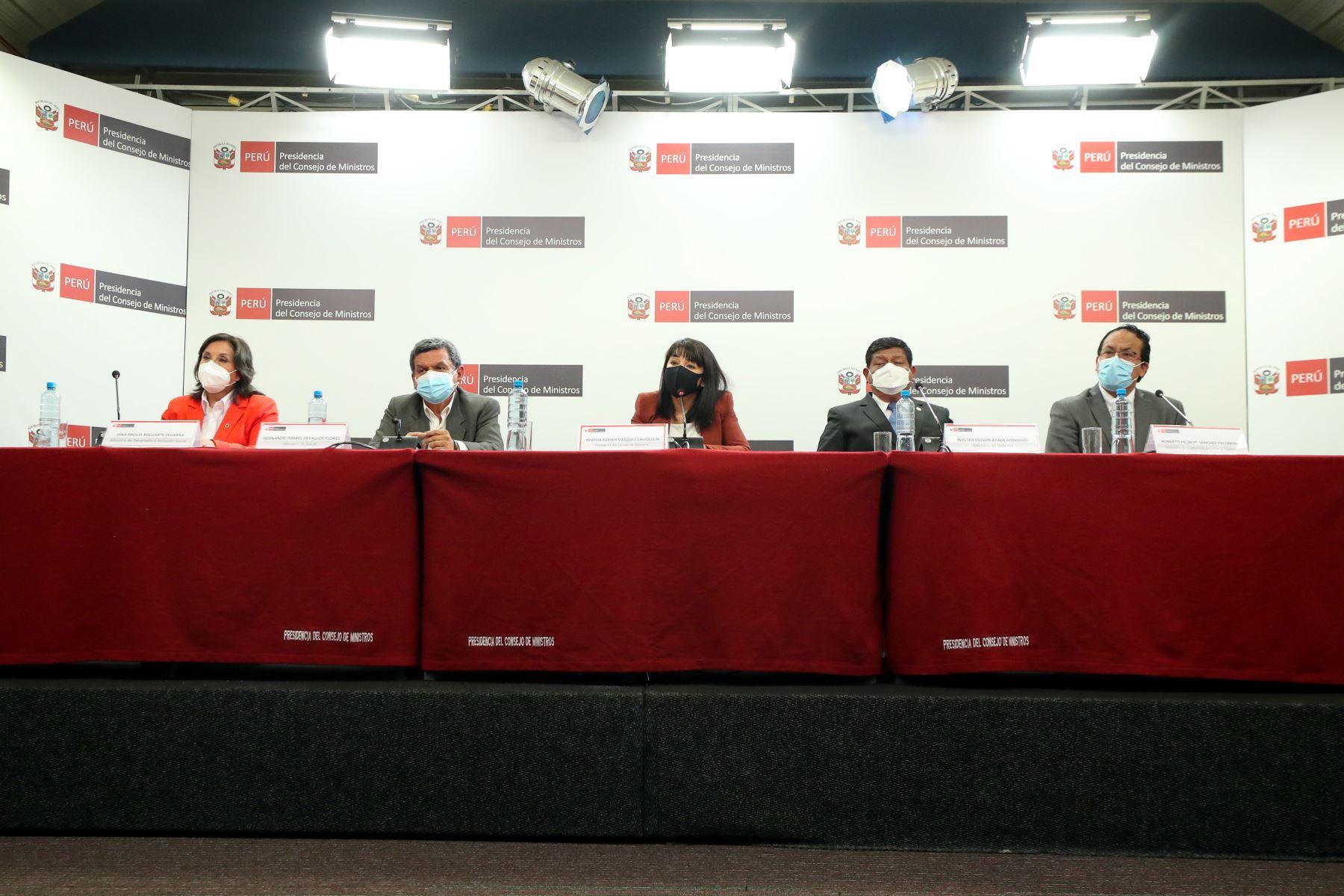La jefa de Gabinete Ministerial, Mirtha Vásquez, junto a ministros de Estado, informaron a la ciudadanía sobre medidas adoptadas y acciones articuladas en el Consejo de Ministros para atender las necesidades urgentes de la población. Foto: PCM