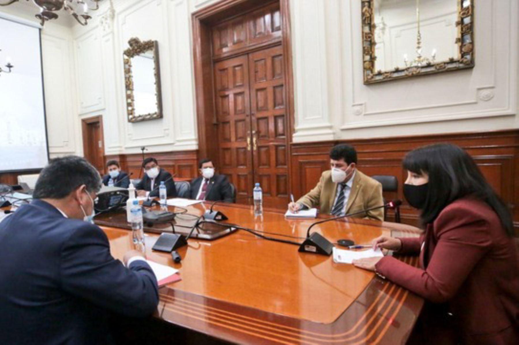 Presidenta del Consejo de Ministros, Mirtha Vásquez, se reunió ayer con el consejo directivo de la Asamblea Nacional de Gobiernos Regionales. ANDINA/Difusión