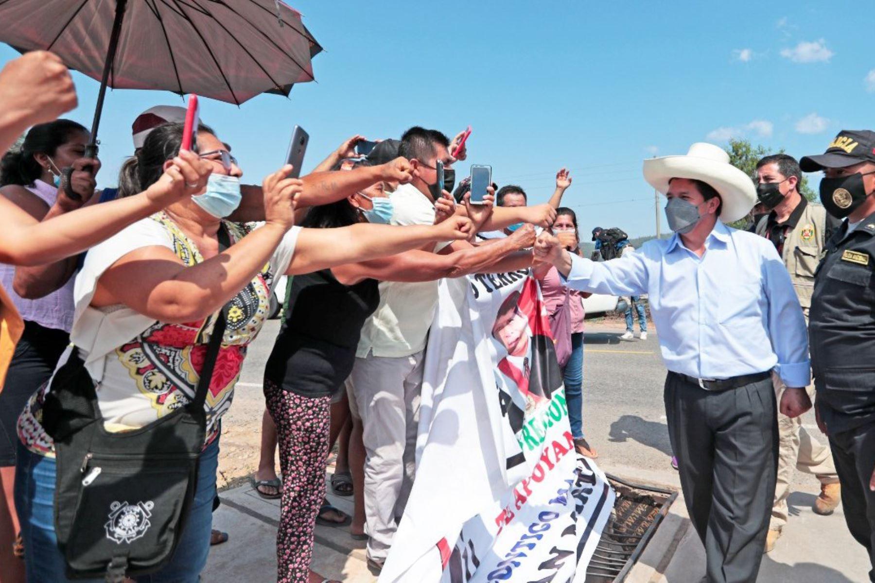 Jefe de Estado, Pedro Castillo, acompañado por los titulares del MTC, Vivienda y Midagri, participa en la inauguración de la infraestructura vial urbana en la localidad de Caspizapa, región San Martín. Foto: ANDINA/Prensa Presidencia