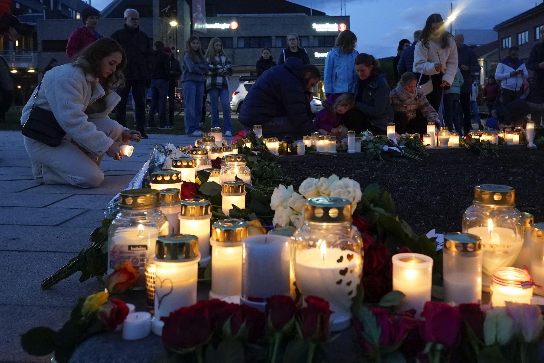 Cinco personas murieron y otras tres resultaron heridas en este ataque, que causó una gran conmoción en el apacible reino escandinavo, donde en la última década se perpetraron dos atentados de la ultraderecha. Foto: AFP