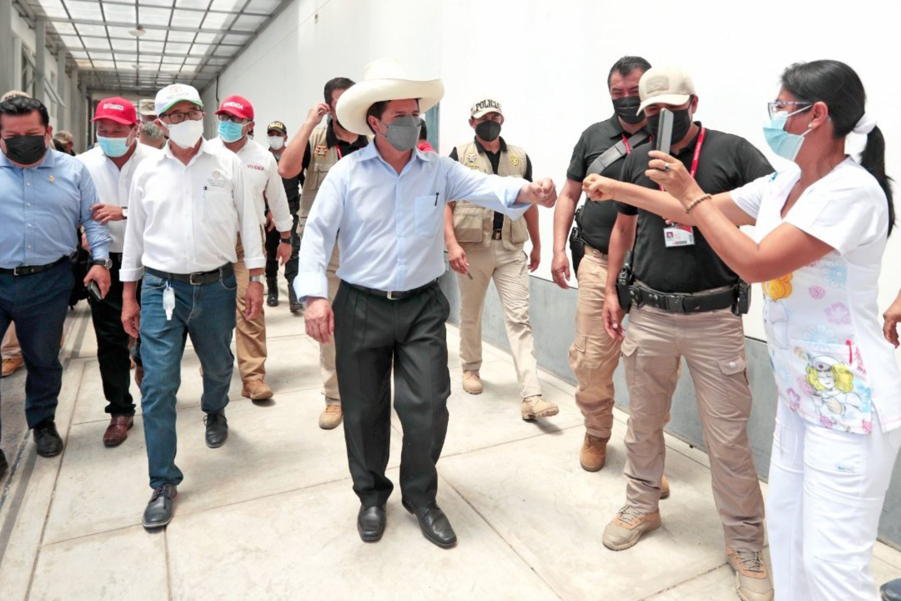 Presidente Pedro Castillo, junto con el gobernador Pedro Bogarín, inaugura la tercera planta de oxígeno del Hospital de Tarapoto, en beneficio de la población. Foto: ANDINA/ Prensa Presidencia