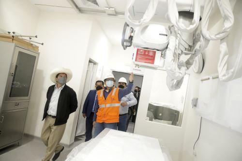 Presidente Pedro Castillo inspecciona instalaciones del nuevo Hospital de la Policía