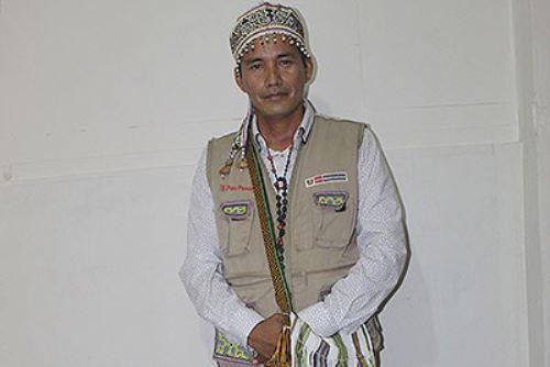 """Este agente intercultural se siente orgulloso de usar su """"cushma"""" cuando viene a Lima para realizar trámites en representación de los pueblos amazónicos. Foto: ANDINA/ Ministerio de Cultura."""