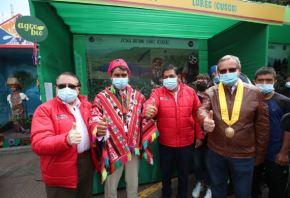 """El ministro del Ambiente, Rubén Ramírez, inaugura feria """"Kusikuy"""" donde reconoció y agradeció la labor de """"los hermanos del campo"""" por su compromiso con el planeta y su lucha contra el cambio climático, así como por su contribución a la seguridad alimentaria en Perú.  Foto: Ministerio del Ambiente."""