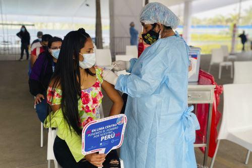 Covid-19: el VacunaFest continúa en varias zonas de la capital