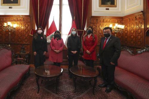 Premier Mirtha Vásquez se reúne con la presidenta del Congreso
