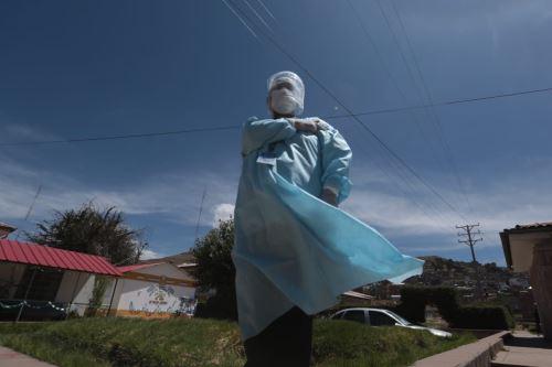 Covid-19: Minsa brinda dosis de refuerzo a personal de salud en Puno