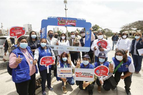 Ministro de Salud recorre instalaciones del Hospital Belén y lanza VacunaFest en la Universidad Nacional de Trujillo