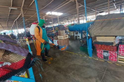 Fumigación de mercados en el distrito de La Victoria, en la región Lambayeque. Foto: ANDINA/Difusión