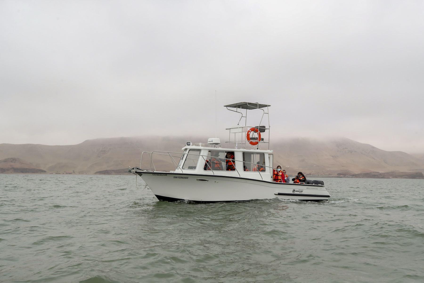 Dos modernas embarcaciones adquiridas por el Ministerio del Ambiente (Minam), fortalecerán las acciones de protección y conservación de áreas naturales marino costeras. Estas fueron presentadas por el titular del Minam, Rubén Ramírez, en el puerto del Callao. Foto: ANDINA/Minam