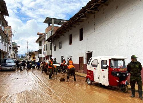 La municipalidad del distrito de Los Baños del Inca, en Cajamarca, declaró en emergencia al balneario afectado por desborde de dos quebradas a causa de las lluvias intensas que se registraron el domingo 17. ANDINA/Difusión