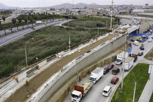 La construcción del nuevo paso a desnivel en la antigua Panamericana Sur, permitirá conectar rápidamente Chorrillos con Villa El Salvador. Foto: ANDINA/Difusión