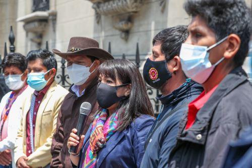 Jefa del Gabinete Ministerial anuncia instalación de mesa de trabajo con cocaleros en Puno