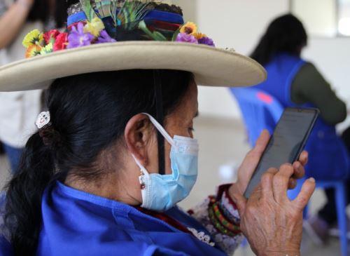 Implementan innovador aplicativo para la vigilancia comunitaria ante el covid-19 en zonas rurales de tres regiones: Áncash, Huánuco y Lima. La herramienta digital fue desarrollada por el proyecto FORS. ANDINA/Difusión