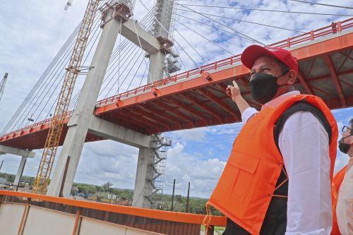 Ministro de Transportes supervisó trabajos de construcción del puente Nanay en Iquitos