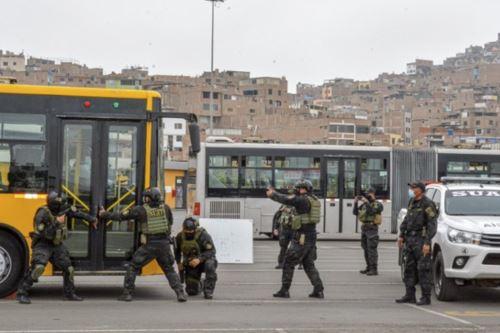 Los efectivos reconocieron la operatividad y funcionamiento de los patios, estaciones y buses del Metropolitano. Foto: Difusión