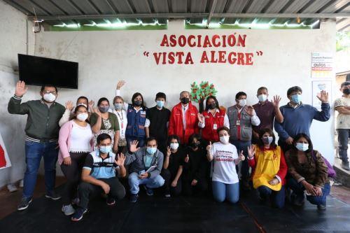 """Ministro de Educación visitó Asociación Vista Alegre donde se desarrolla la estrategia """"Aprendo en Comunidad"""" en VMT"""