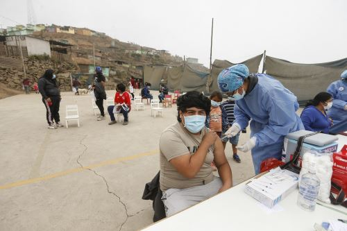 "Coronavirus: estrategia ""Vamos a tu encuentro ¡Vacúnate ya!"" llegó a Pamplona Alta en SJM"