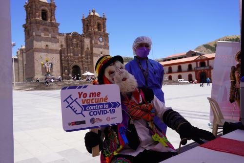 Covid-19: jóvenes y adultos se suman al Festival de las Vacunas en Puno