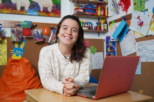 Macarena Arribas Quiero contribuir a reducir brechas sociales, educativas y tecnológicas; revolucionar la educación del Perú, y no se imagina trabajar sin un propósito tan poderoso como es la educación. ANDINA/ MAB.com