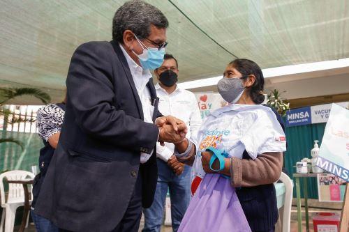Ministro de Salud participa de la Jornada Nacional de Vacunación