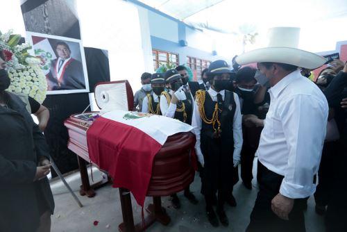 Presidente Pedro Castillo participa en los actos fúnebres del congresista Fernando Herrera