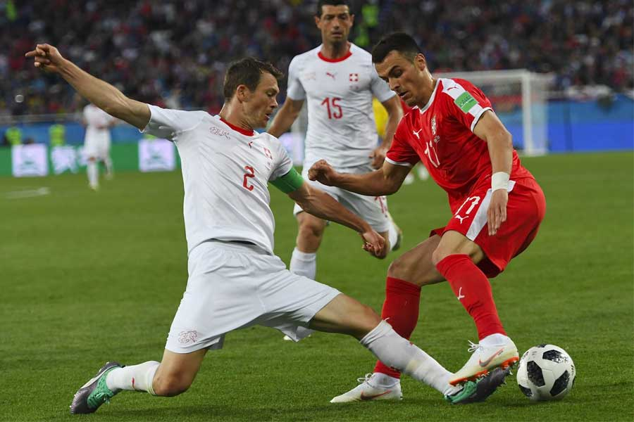 Suiza superó a Serbia por 2-1