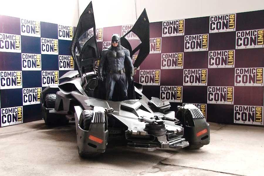 Batimovil de la película Batman V.S. Superman llegó al Perú