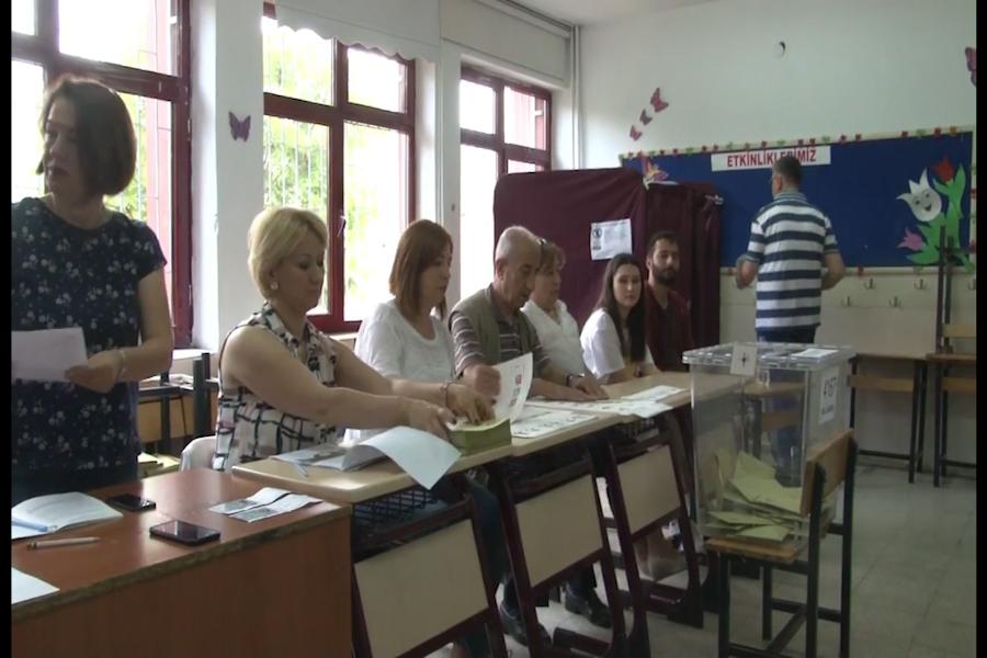 Turcos acuden a las urnas para elegir a nuevo presidente