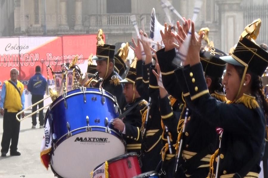Bandas escolares deleitaron con su música en la Plaza de Armas de Lima