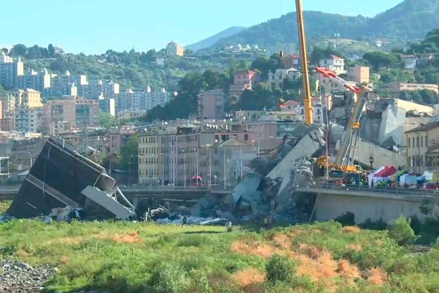 Puente vehicular se derrumbó en Italia y dejó saldo de 39 muertos