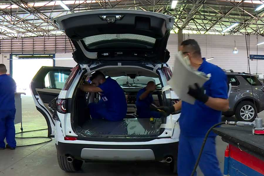 Brasileños se vuelcan a autos blindados usados