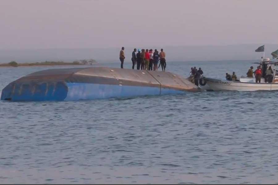 Hallan superviviente de naufragio en Tanzania
