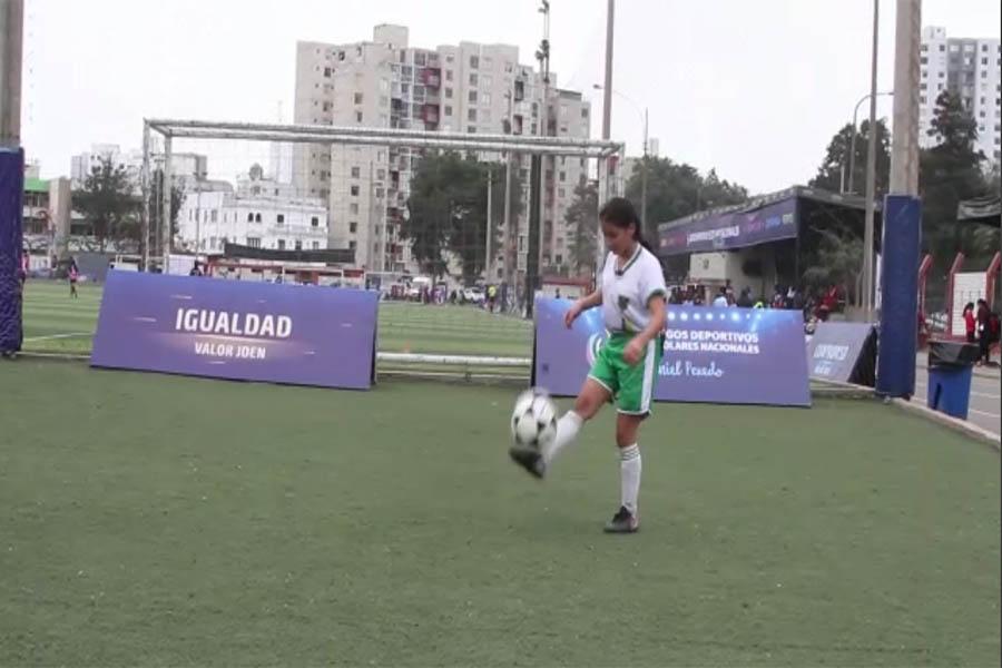 """Conozca a Elsa Tapullima la """"Messi"""" peruana"""