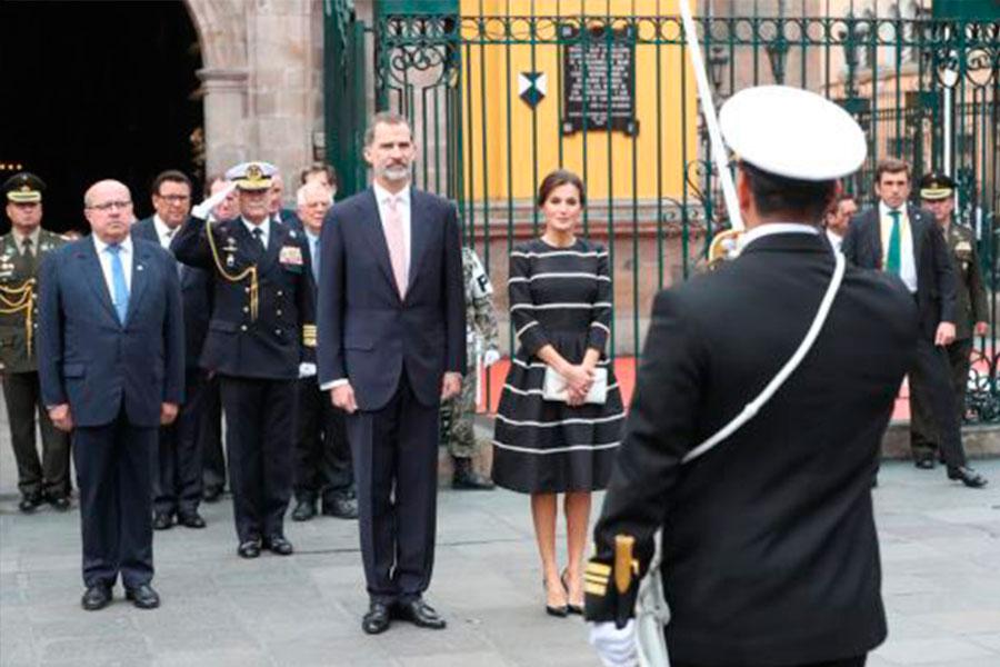 Reyes de España rindieron homenaje a nuestros héroes en Lima