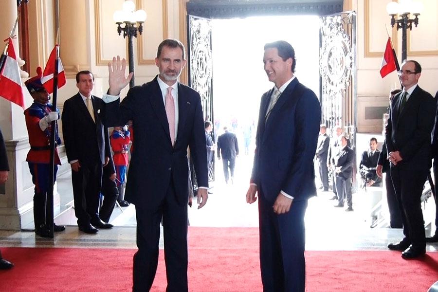 Congreso impuso máxima condecoración a rey de España