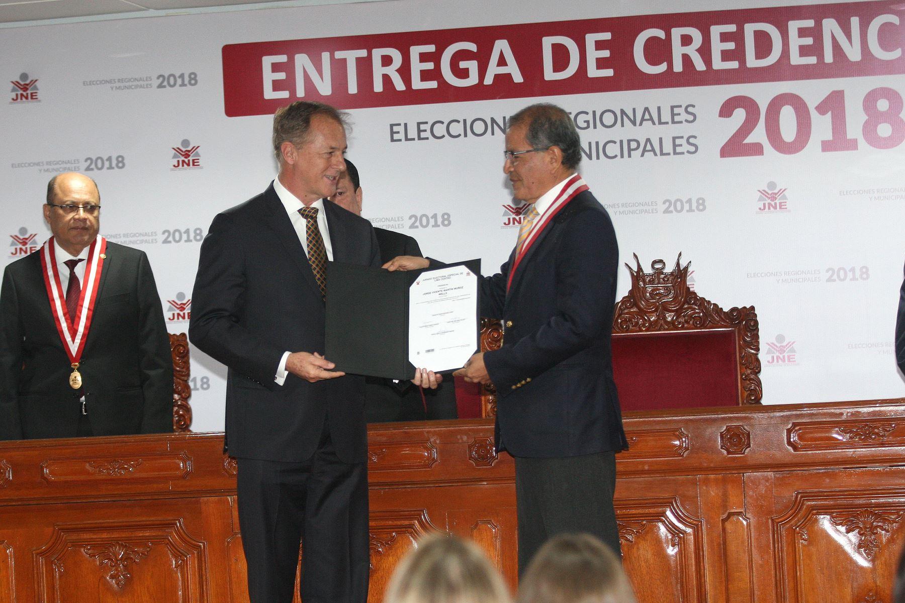 Jorge Muñoz recibió credenciales como alcalde de Lima