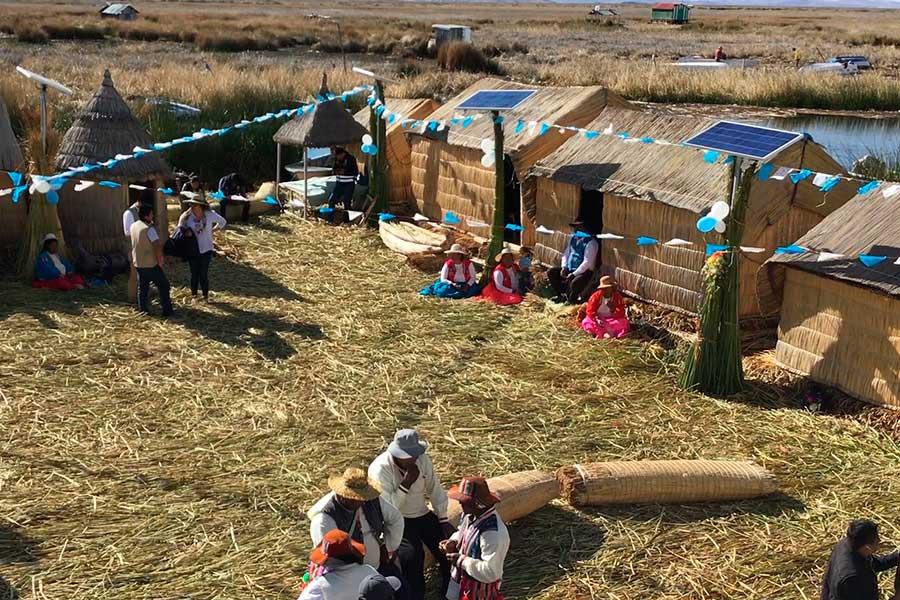 Lago Titicaca: con paneles solares mejora la vida de los Uros