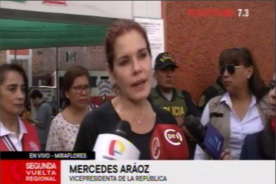 Referéndum 2018: declaraciones de Mercedes Aráoz tras emitir su voto