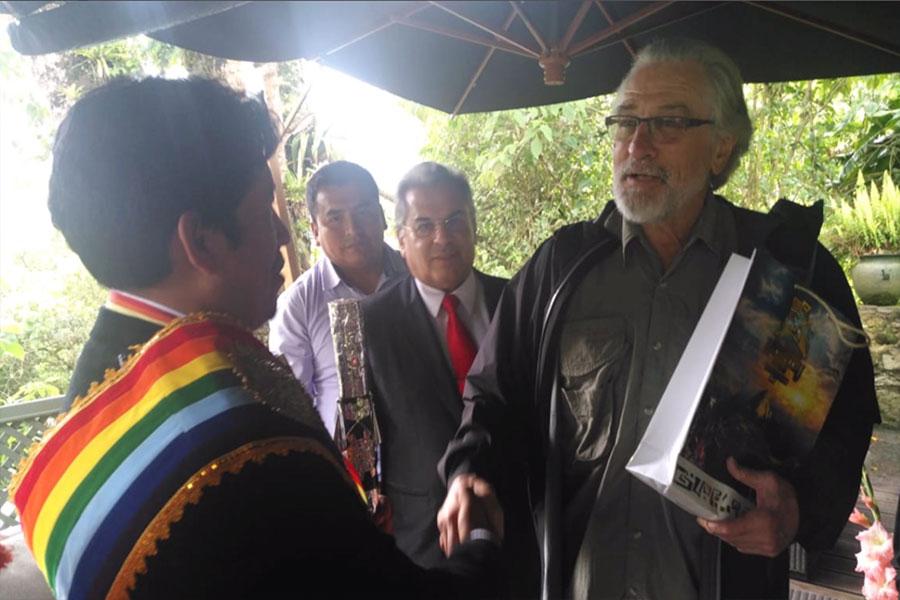 Machu Picchu entrega chakana a Robert de Niro