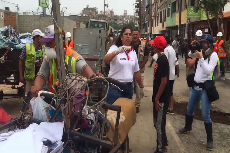 """San Juan de Lurigancho:""""cachineros"""" fueron sorprendidos llevándose objetos contaminados"""