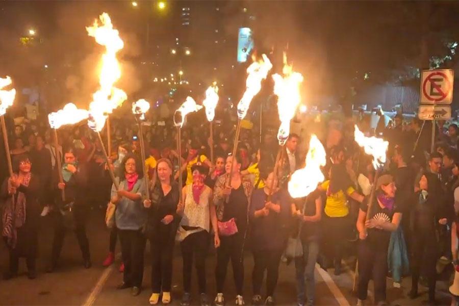 Ecuatorianos marchan contra el feminicidio y xenofobia