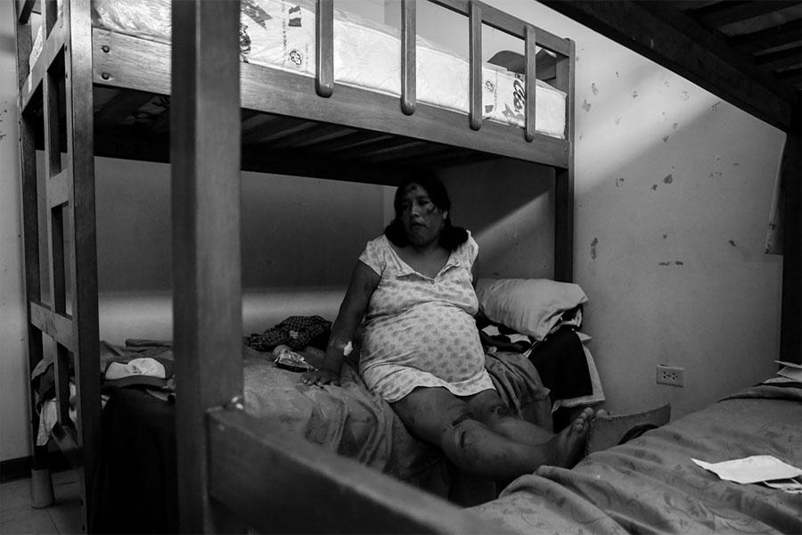 Mujer gestante sobrevive tras caída de huaico