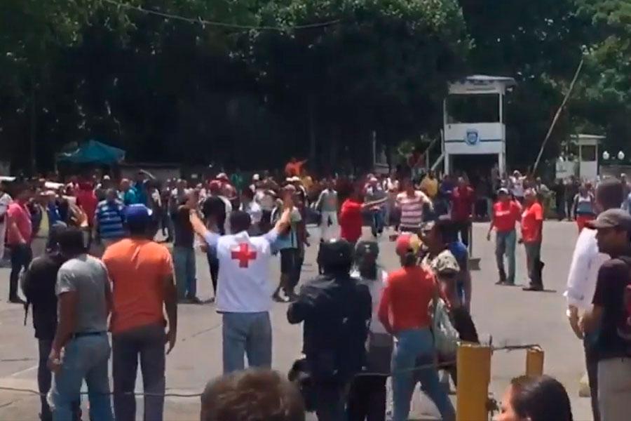 Choque entre venezolanos pro gobierno y oposición durante visita de misión de la ONU