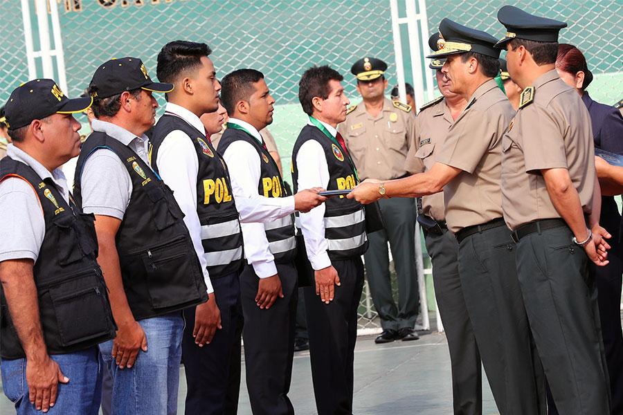 21 policías distinguidos por acciones valerosas