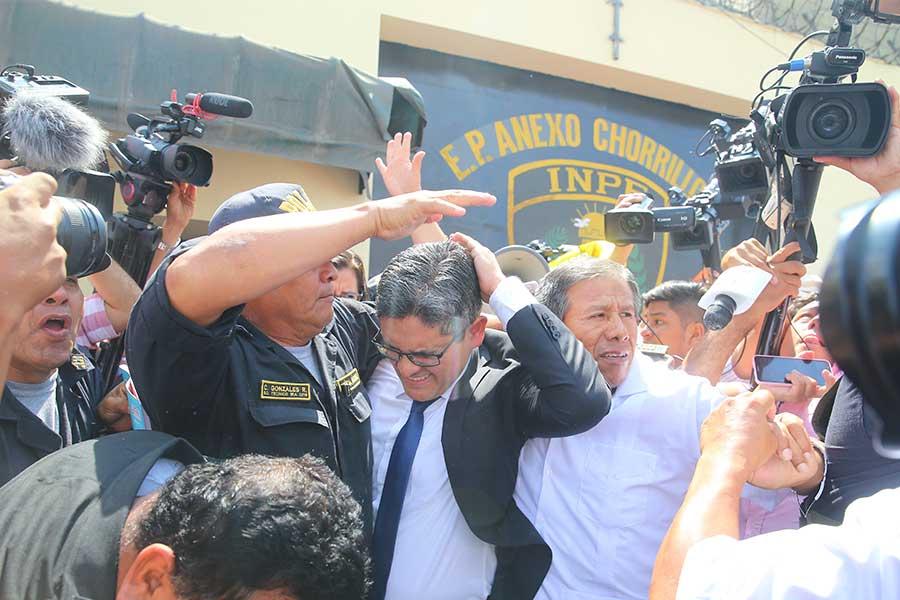 Fiscal Domingo Pérez: el botellazo que le causó traumatismo