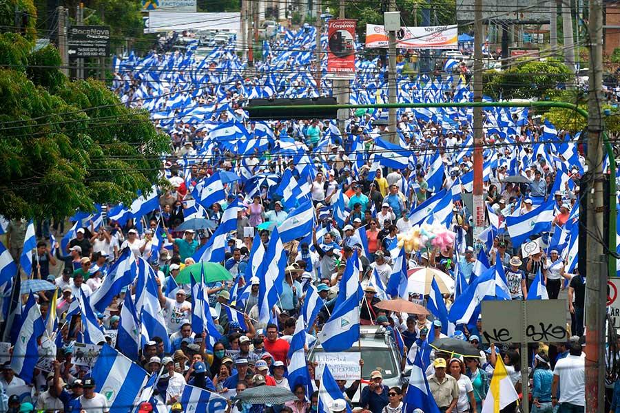 Opositores nicaragüeneses se cuelan en procesión católica