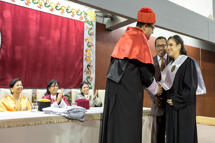 Admirable: el testimonio de la joven invidente que se graduó en Derecho